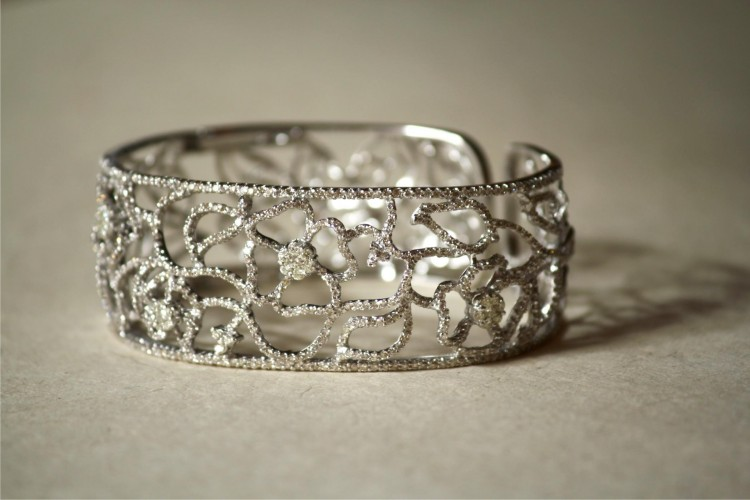 Diamond Bangle in 18k White Gold