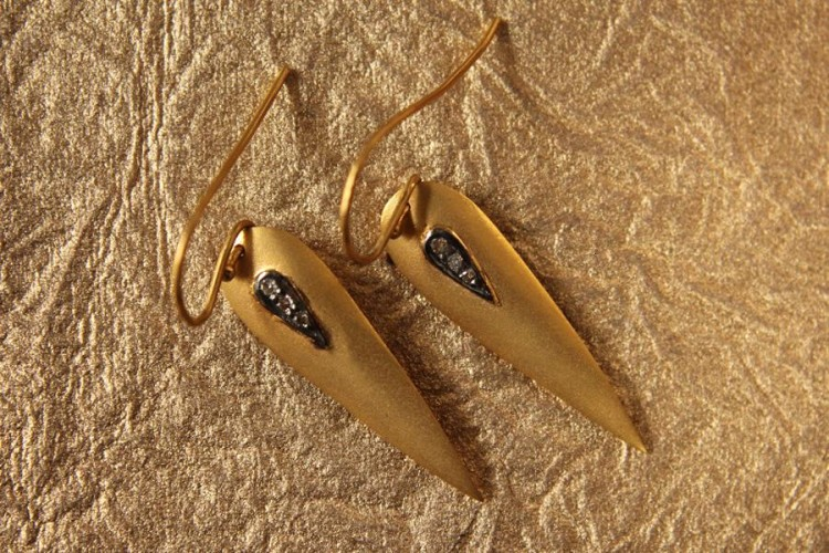 Trendy Gold Earrings with Diamonds