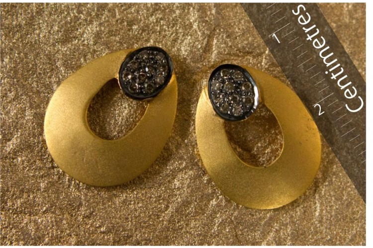 Gold Earstuds with Diamonds