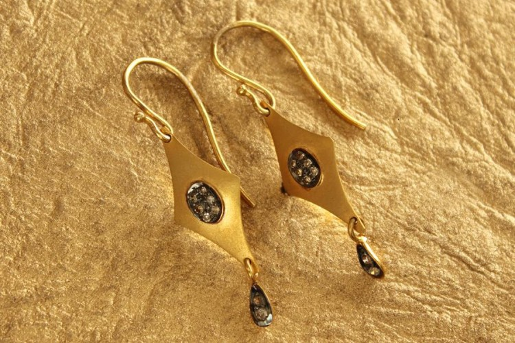 Fancy Gold Earrings with Diamonds