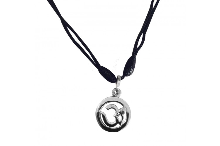 Om Pendant in silver with diamond