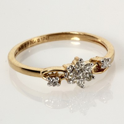 Ring with Diamonds in Gold